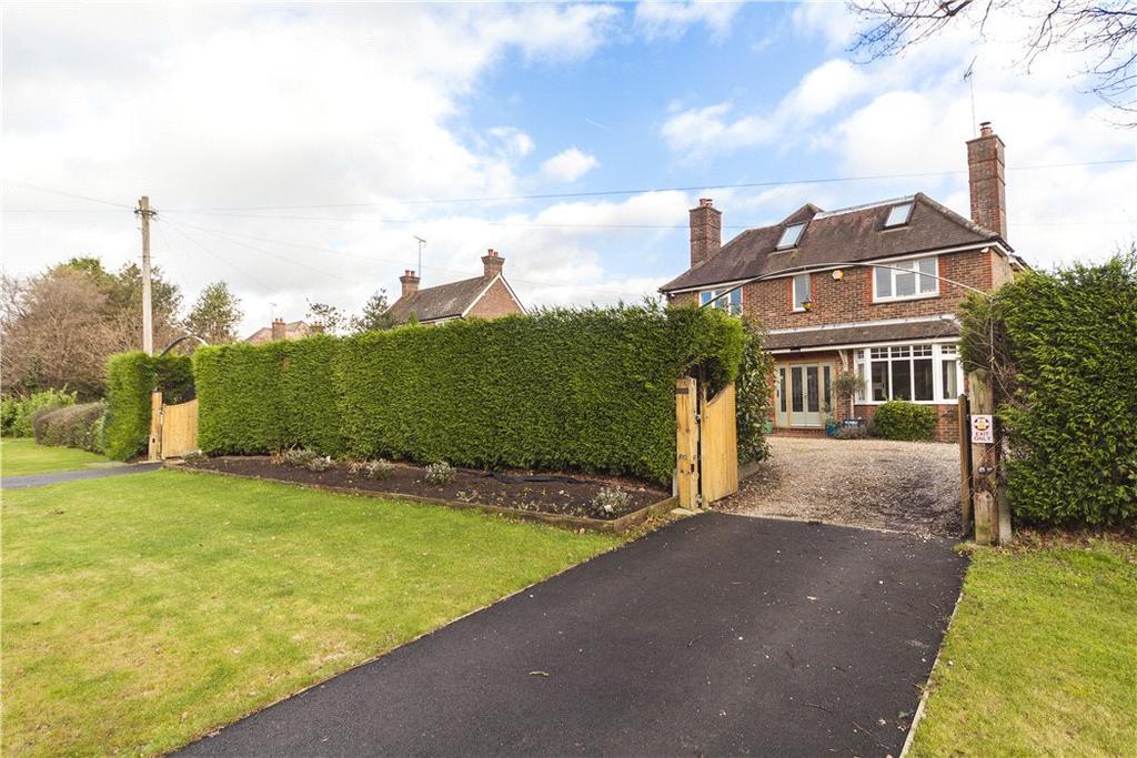 5 Bedrooms Detached House for sale in Pondtail Road, Horsham, West Sussex, RH12