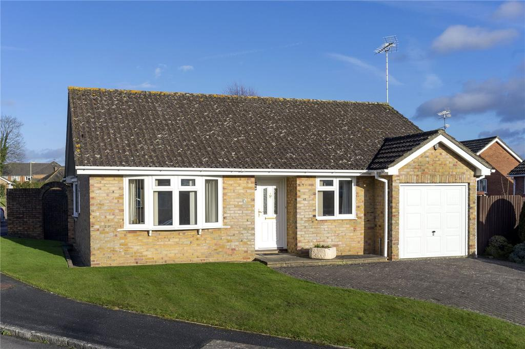 3 Bedrooms Detached Bungalow for sale in Cavalier Way, Alton, Hampshire