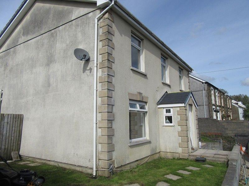 4 Bedrooms Detached House for sale in Clydach Road, Ynystawe, Swansea.
