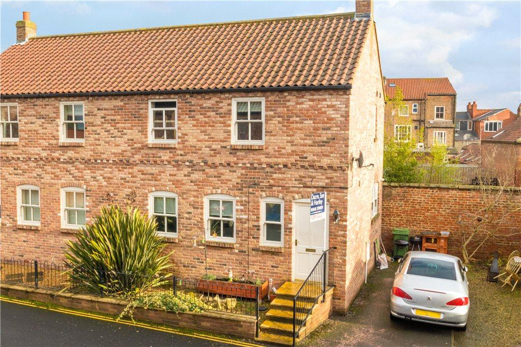 3 Bedrooms Semi Detached House for sale in Castle Yard Stables, Thirsk