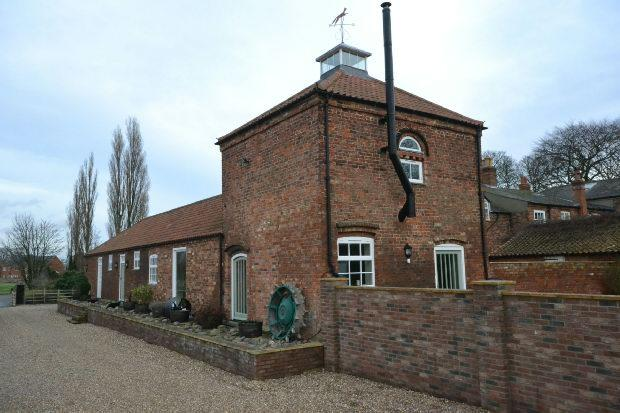 2 Bedrooms Detached House for sale in Cooks Lane, Great Coates, Grimsby