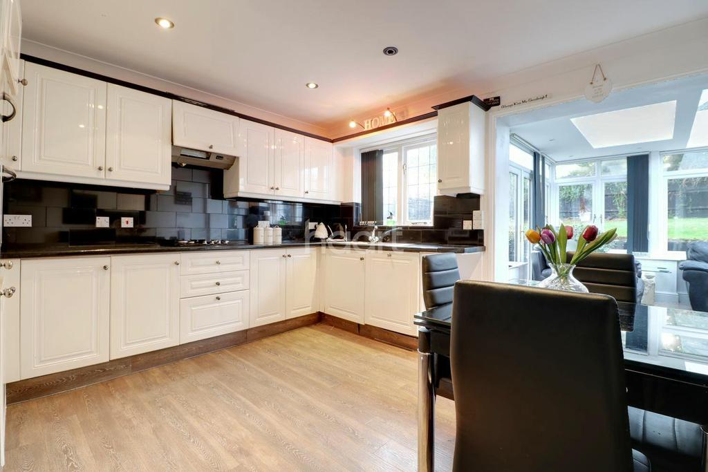 5 Bedrooms Detached House for sale in Windmill Grange, West Kingsdown, TN15
