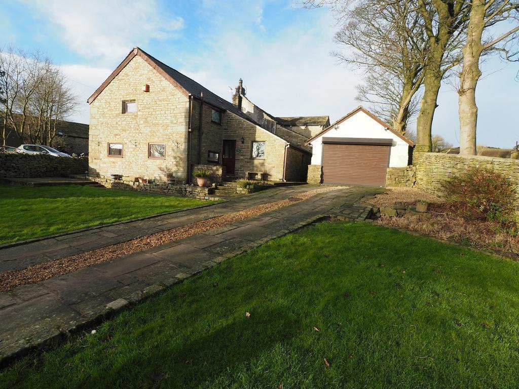 3 Bedrooms Detached House for sale in Whitle Fold, New Mills, High Peak, Derbyshire, SK22 4EF
