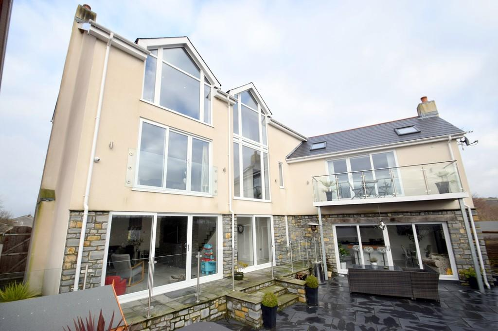 5 Bedrooms Detached House for sale in Brookview, New Road, Brynmenyn, Bridgend, Bridgend County Borough, CF32 9LL.