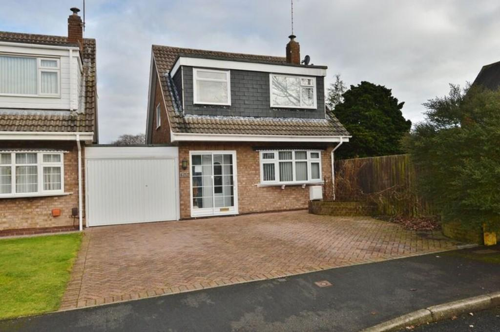 3 Bedrooms Link Detached House for sale in Owens Close, Rugeley