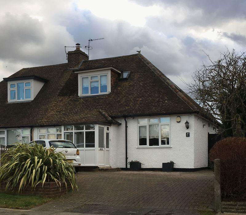3 Bedrooms Semi Detached House for sale in Barton Road, Sidcup