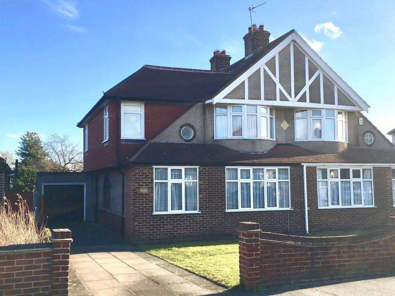4 Bedrooms Chalet House for sale in Bedonwell Road, Bexleyheath