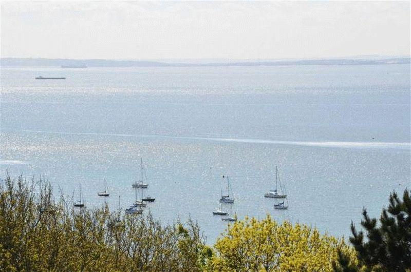 2 Bedrooms Apartment Flat for sale in Broadway West, Leigh-On-Sea