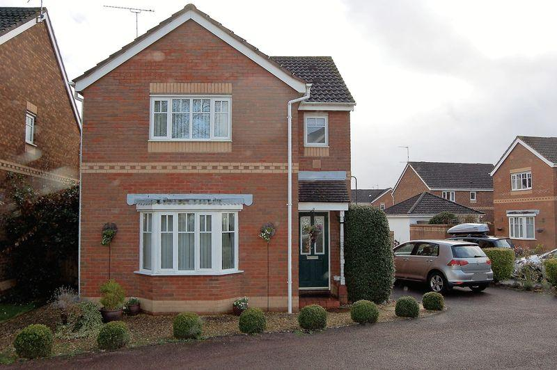 3 Bedrooms House for sale in Hamilton Way, Monmouth. Attractive detached 3 bedroom house with garage. No Chain