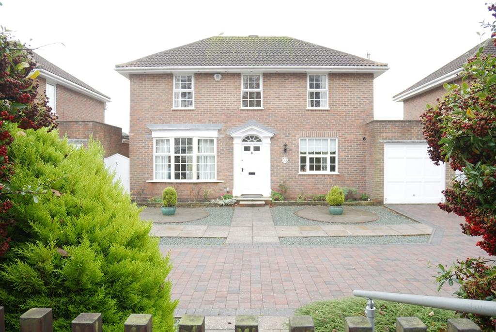 3 Bedrooms Detached House for sale in Carlisle Road, Meads, Eastbourne, BN20