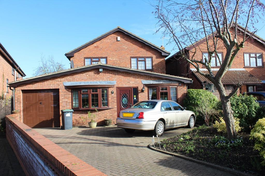 3 Bedrooms Detached House for sale in Powers Close, Sandy, SG19