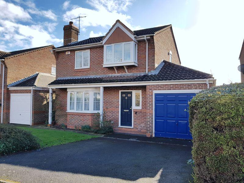 4 Bedrooms Detached House for sale in Canons Way, Steyning