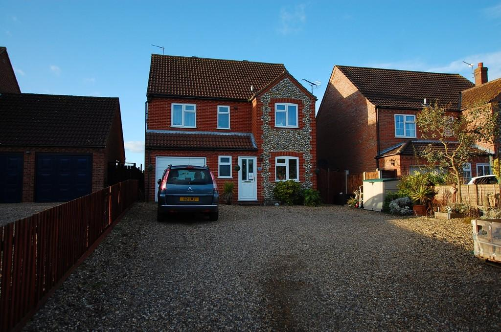 5 Bedrooms Detached House for sale in Old Turnpike Road, Roughton