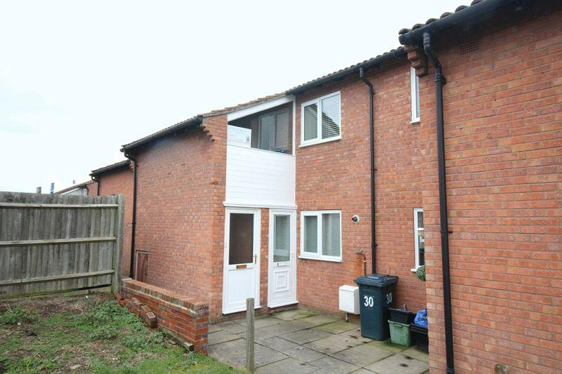1 Bedroom Apartment Flat for sale in Barton Close, New Park Farm, Shrewsbury, SY1 2UQ