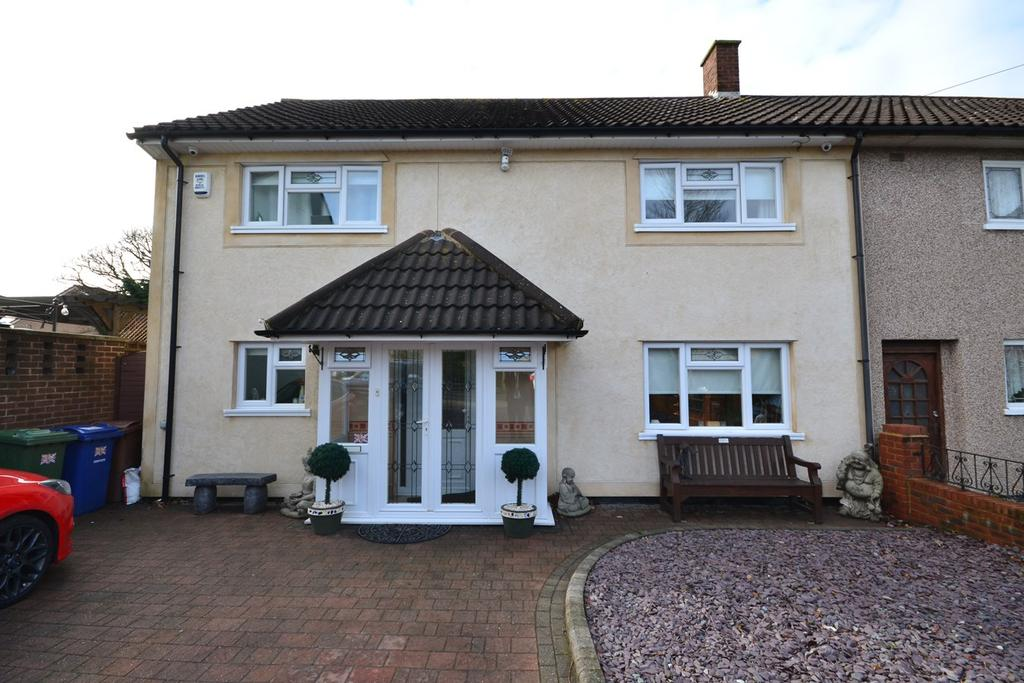 4 Bedrooms End Of Terrace House for sale in Crofton Avenue, Corringham, Stanford-le-Hope, SS17