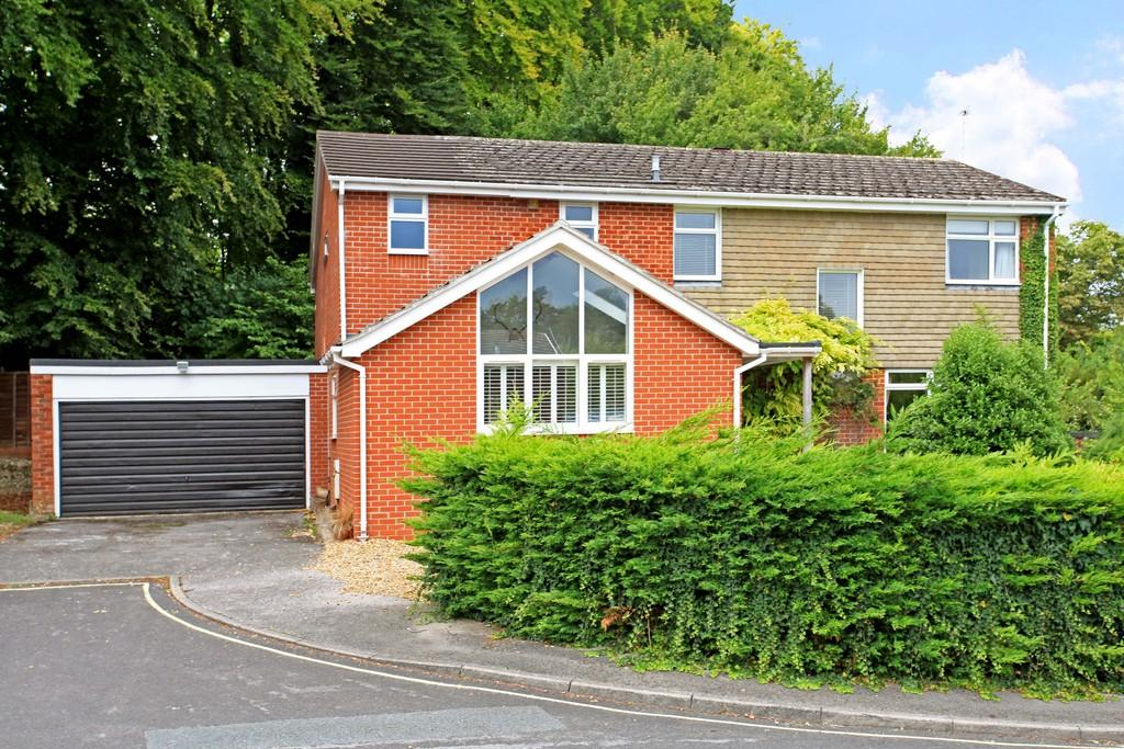 4 Bedrooms Detached House for sale in Shelley Close, Fulflood, Winchester, SO22
