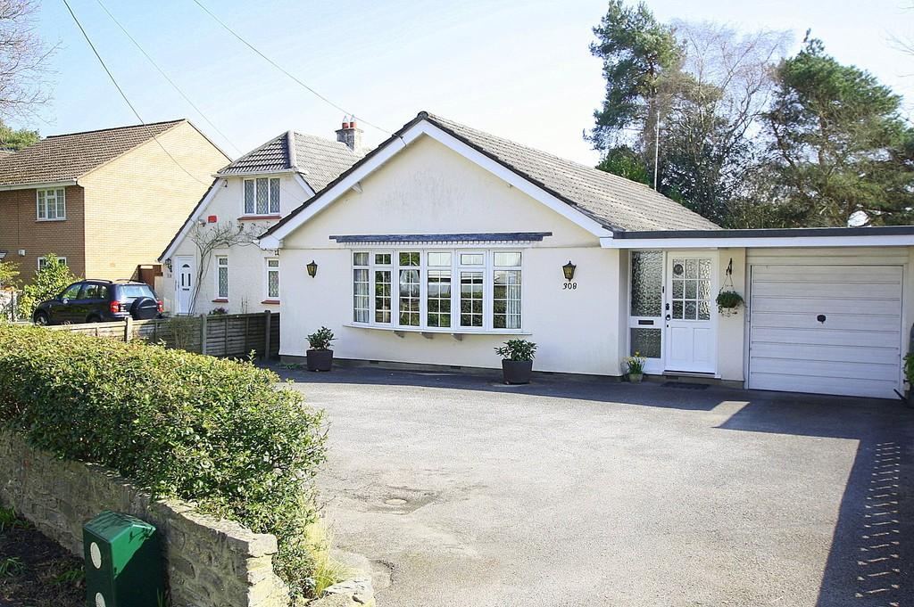 3 Bedrooms Detached Bungalow for sale in Ringwood Road, Ferndown
