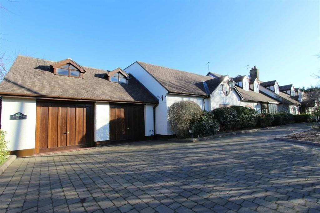5 Bedrooms Detached House for sale in Whispering Trees, Saltcotes Road, Lytham