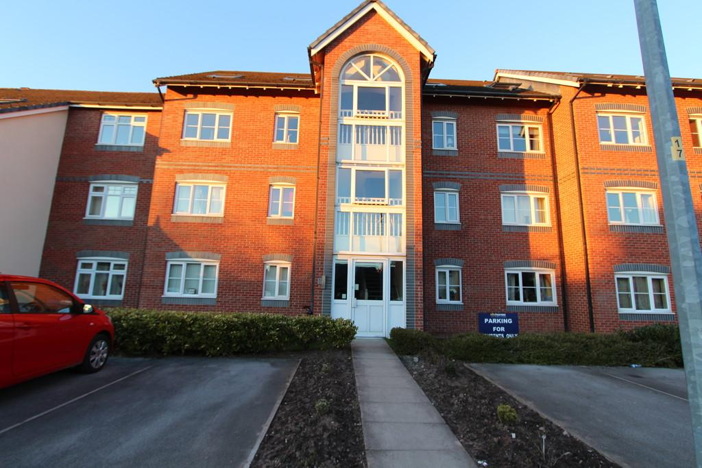 2 Bedrooms Flat for sale in Dean Road, Cadishead