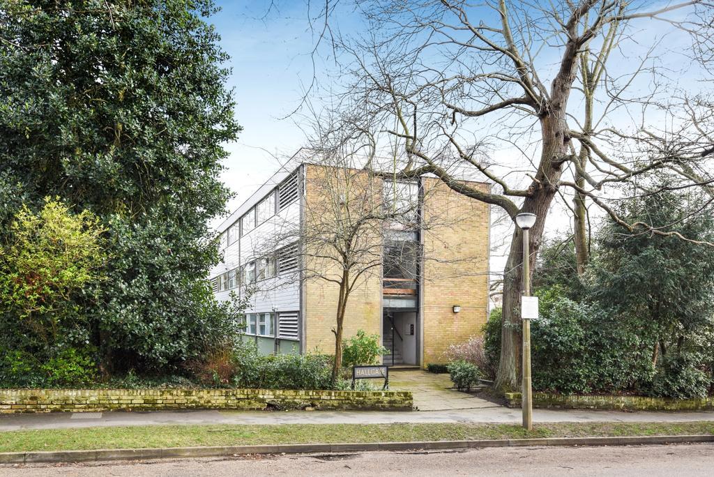 2 Bedrooms Flat for sale in Blackheath Park London SE3