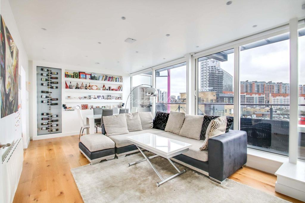 3 Bedrooms Flat for sale in Boardwalk Place, Canary Wharf, E14