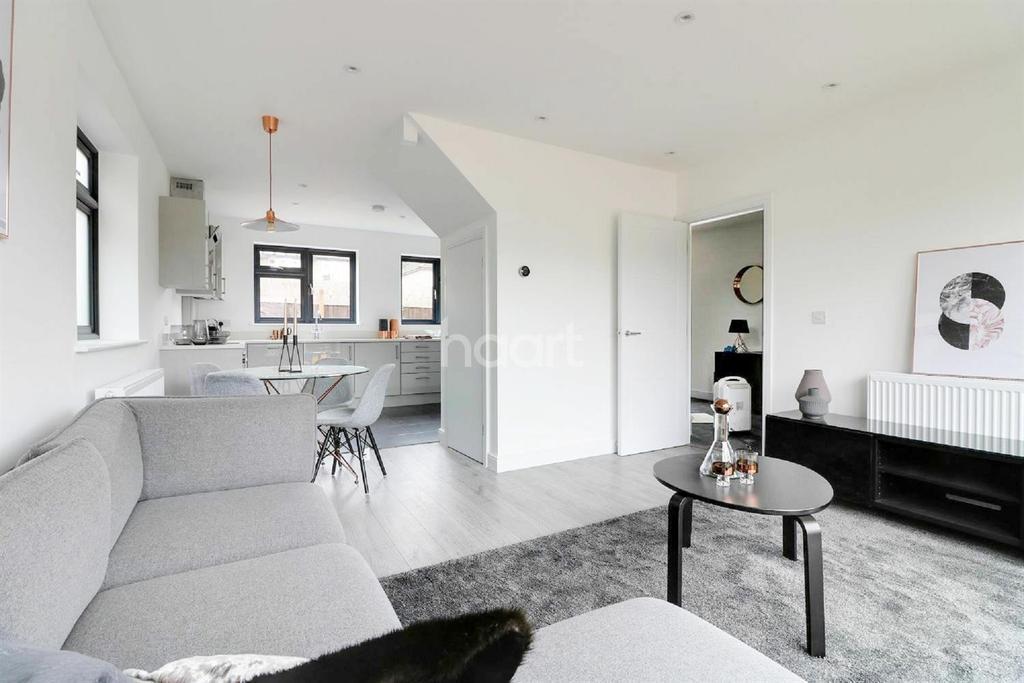3 Bedrooms Terraced House for sale in Dunspring Lane, IG5