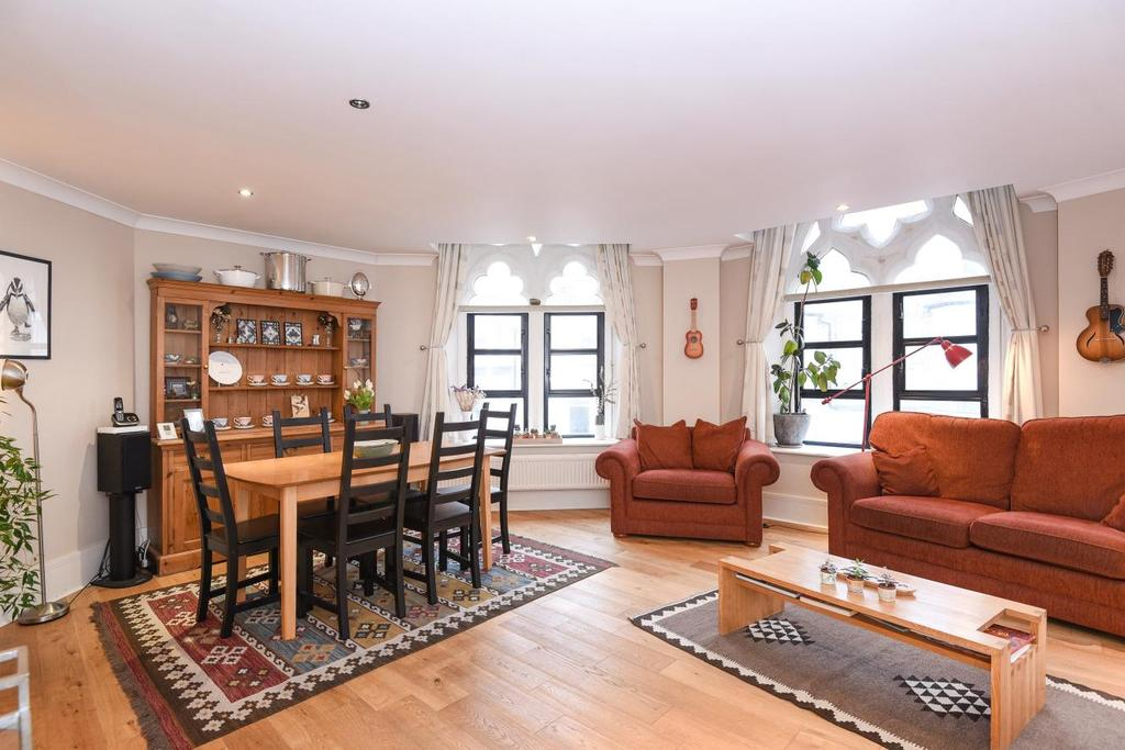 2 Bedrooms Flat for sale in Junction Road, Archway