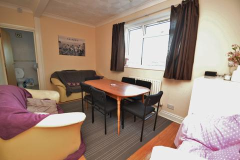 6 bedroom flat to rent - St Marys