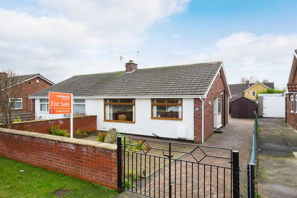 2 Bedrooms Bungalow for sale in Patterdale Drive, Rawcliffe, York