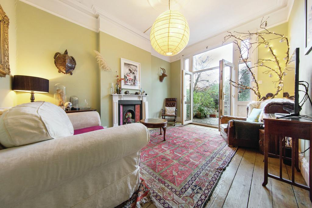 4 Bedrooms Terraced House for sale in Trinity Road, SW17
