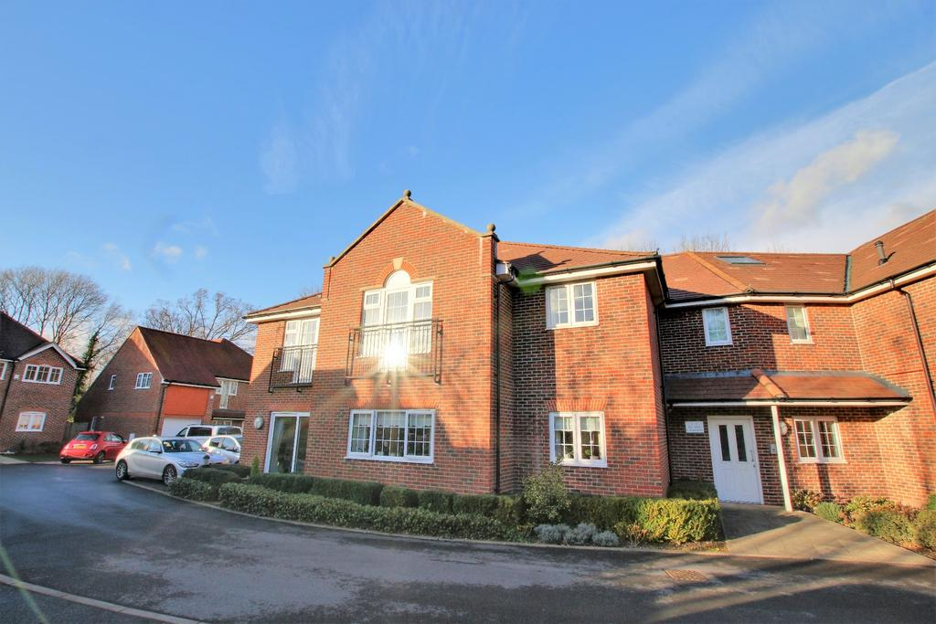 2 Bedrooms Ground Flat for sale in Petersfield