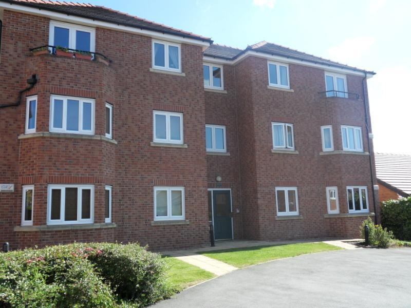 2 Bedrooms Apartment Flat for sale in SAXSTEAD RISE, LEEDS, LS12 4ND