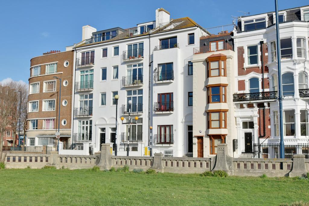 1 Bedroom Apartment Flat for sale in Georgina Court, Clarence Parade