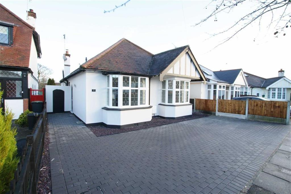 3 Bedrooms Detached Bungalow for sale in Tennyson Close, Leigh On Sea, Essex