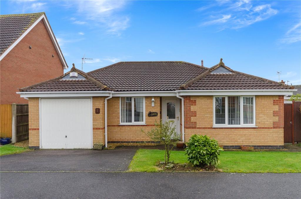 2 Bedrooms Detached Bungalow for sale in Aidan Road, Quarrington, Sleaford, Lincolnshire, NG34