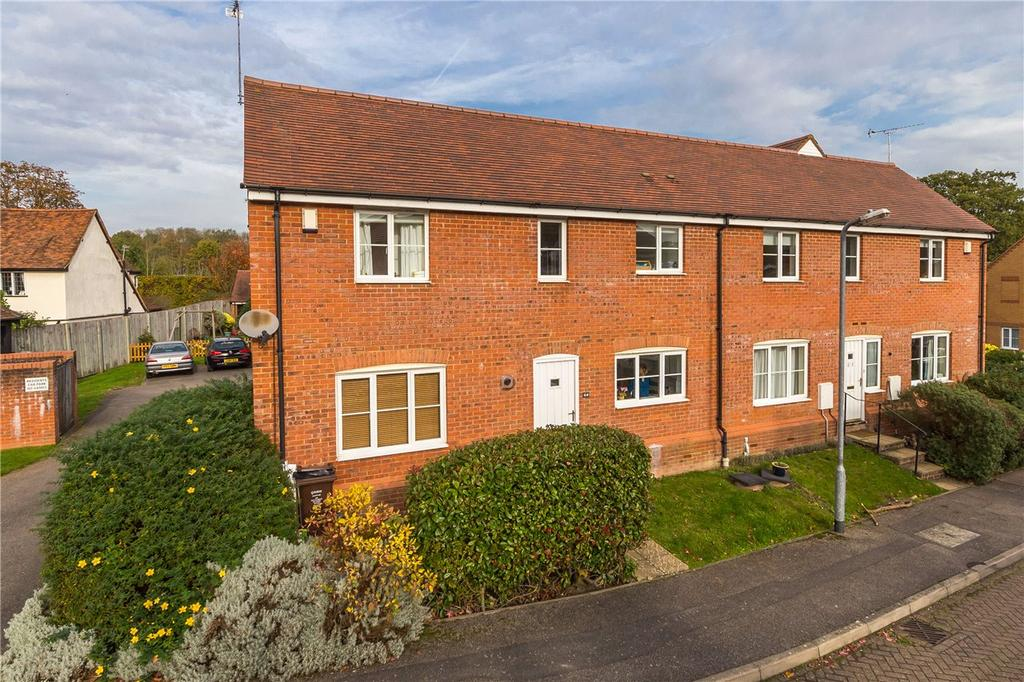3 Bedrooms Semi Detached House for sale in Wynches Farm Drive, St. Albans, Hertfordshire