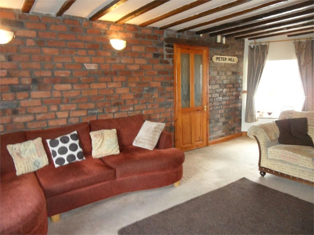 4 Bedrooms End Of Terrace House for sale in Peter Hill, BATLEY, West Yorkshire