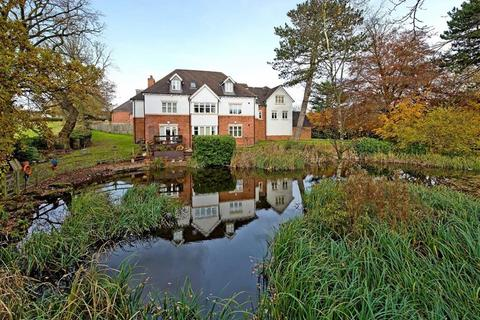 3 bedroom apartment for sale - 3 Albrighton House, The Water Gardens, Lower Penn, Wolverhampton, South Staffordshire, WV4