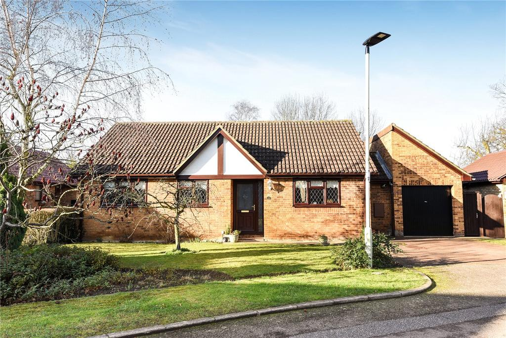 3 Bedrooms Detached Bungalow for sale in Cheltenham Close, Bedford, Bedfordshire