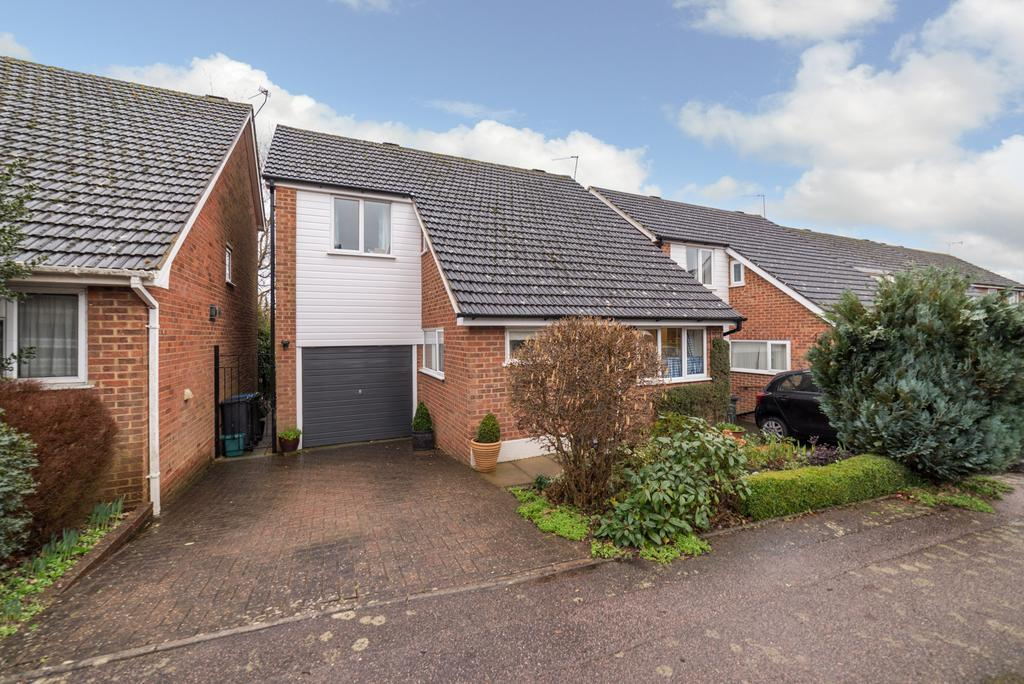 3 Bedrooms Detached House for sale in Long View, Berkhamsted HP4