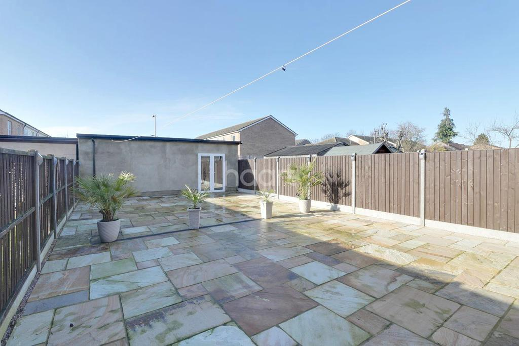 3 Bedrooms Semi Detached House for sale in Sundon Park Road, LU3