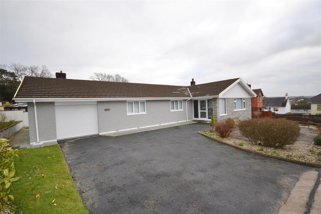 3 Bedrooms Detached Bungalow for sale in Springfield Road, Carmarthen