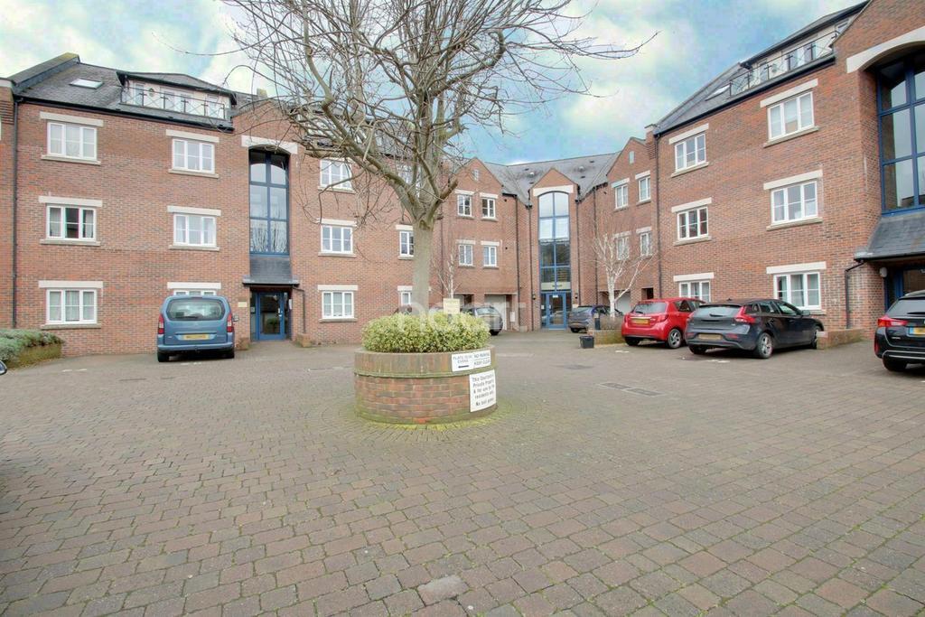 2 Bedrooms Flat for sale in Geoffrey Farrant Walk, Taunton