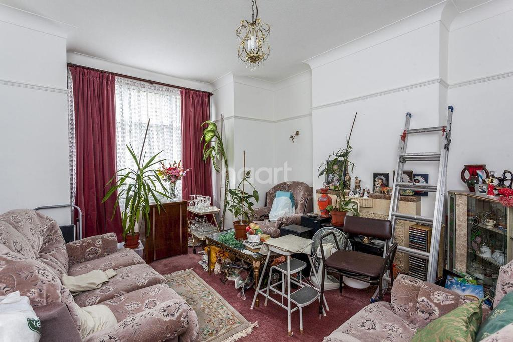 3 Bedrooms Terraced House for sale in Gassiot Road, SW17