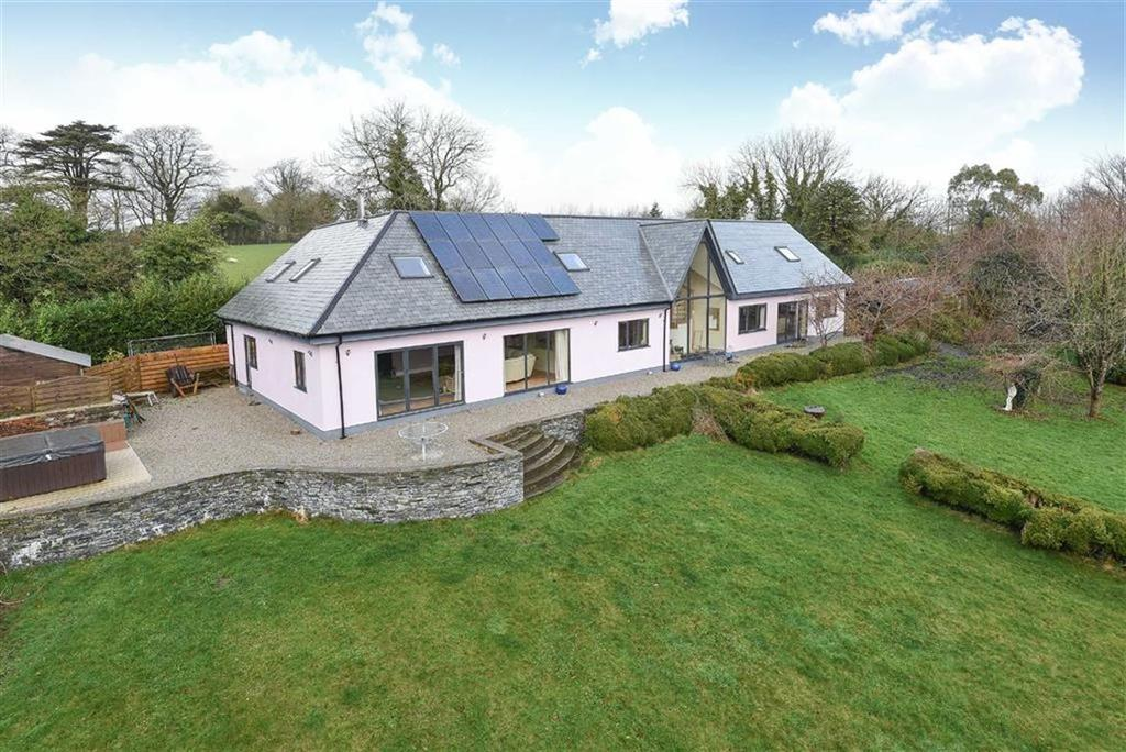 4 Bedrooms Detached House for sale in Trebursye Gardens, Launceston, Cornwall, PL15