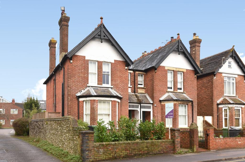 4 Bedrooms Semi Detached House for sale in Station Road, Petersfield, GU32