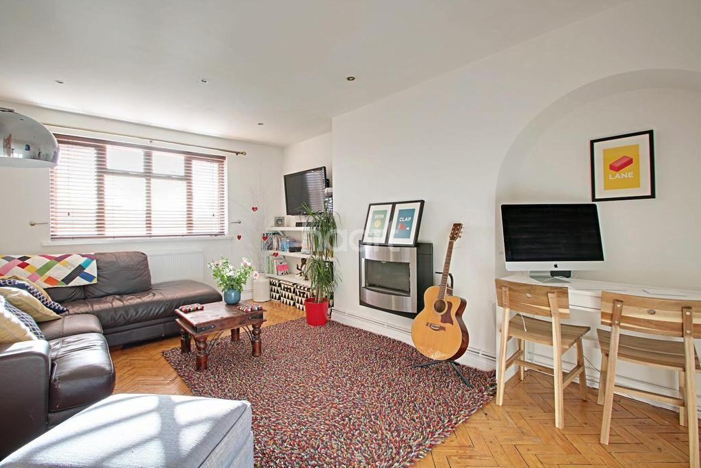 2 Bedrooms Flat for sale in Bushey Court, Raynes Park, London, SW20