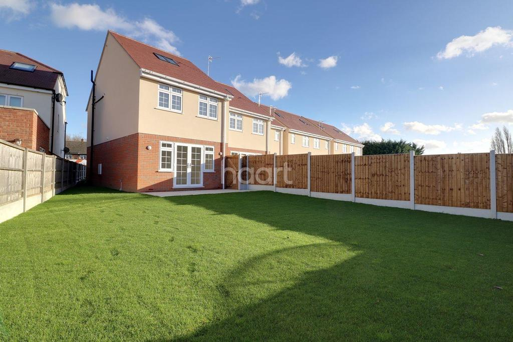 4 Bedrooms Detached House for sale in Rose Garden, South Road, South Ockendon, RM15