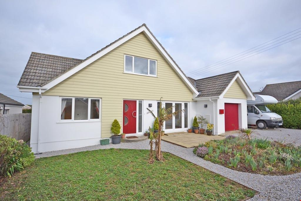 4 Bedrooms Detached House for sale in Carnon Downs, Nr. Truro, Cornwall, TR3