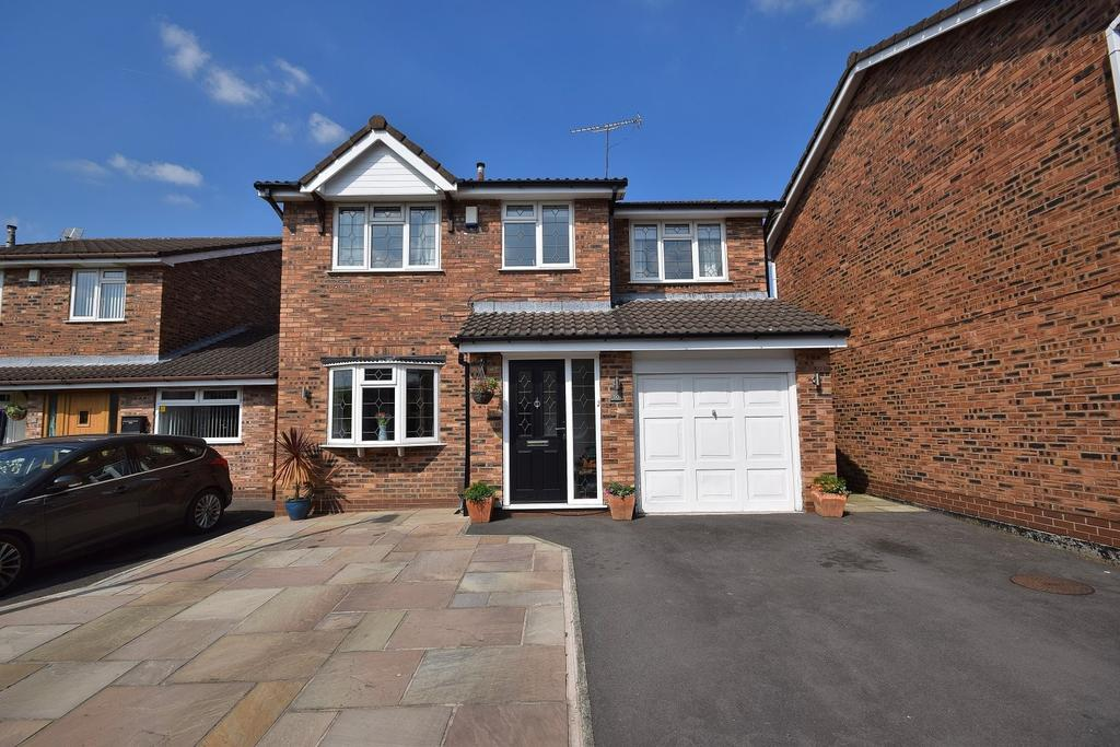 4 Bedrooms Detached House for sale in Brownlow Close, Poynton